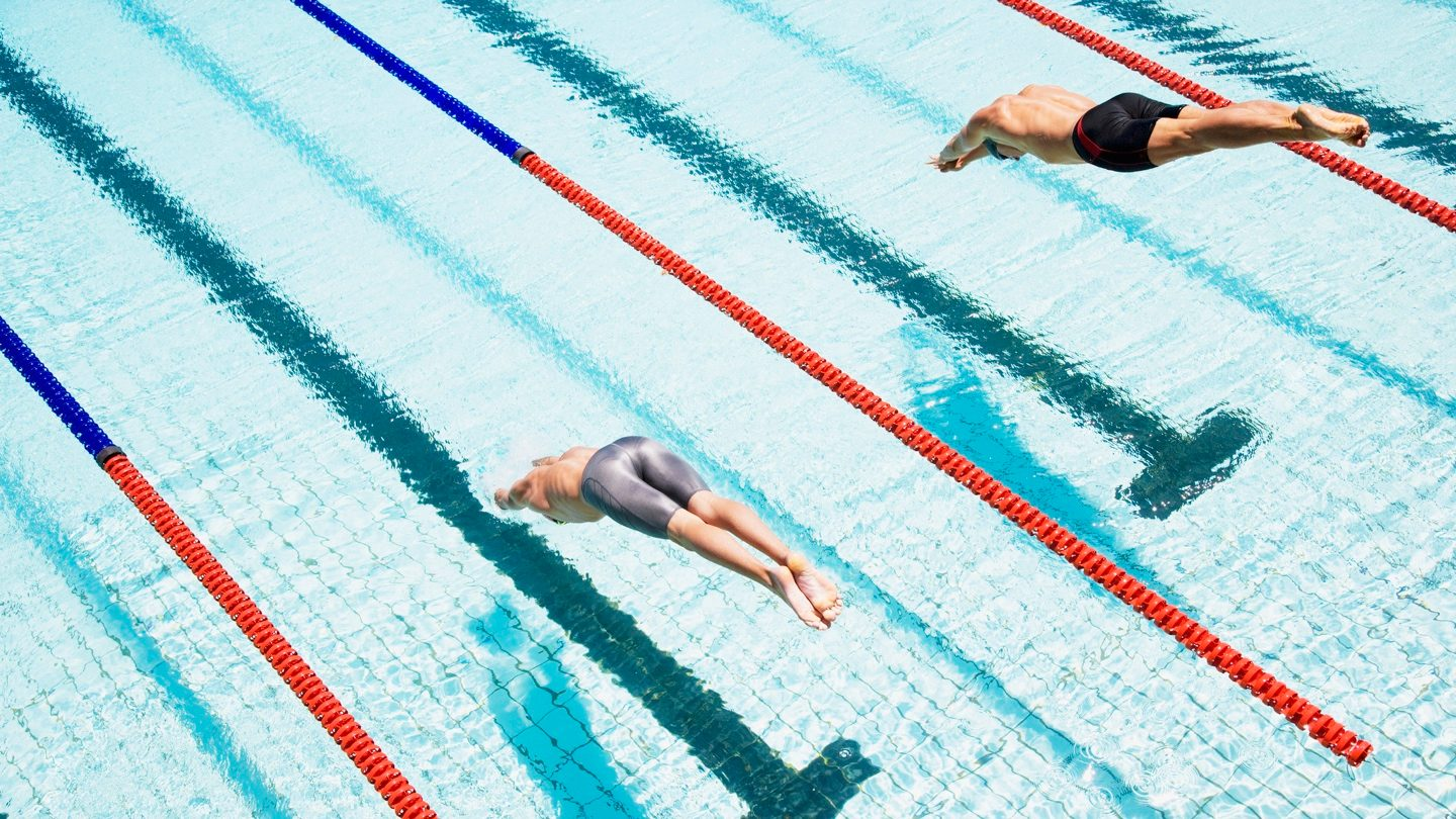 swimmers-diving-off-blocks