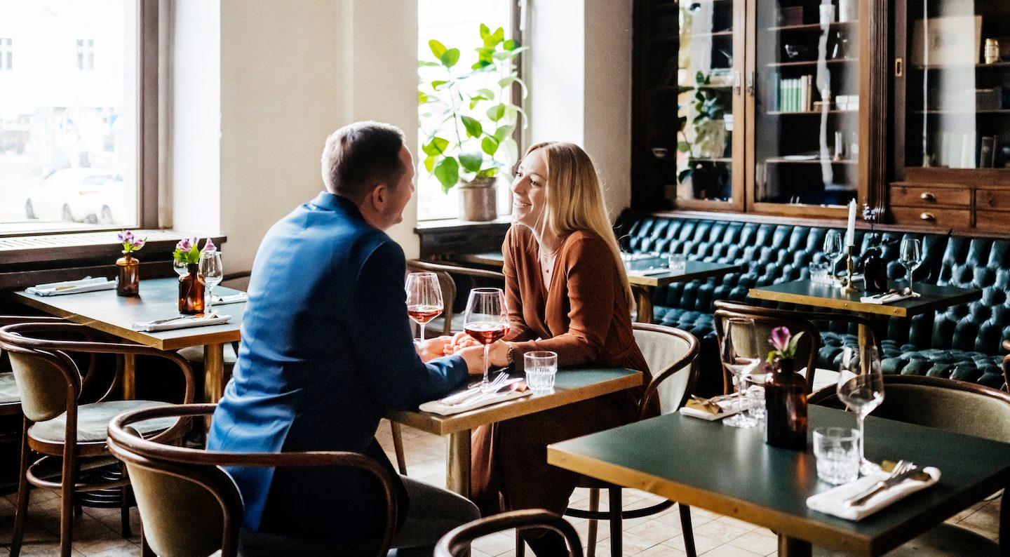 couple-using-out-and-about-voucher-at-restaurant