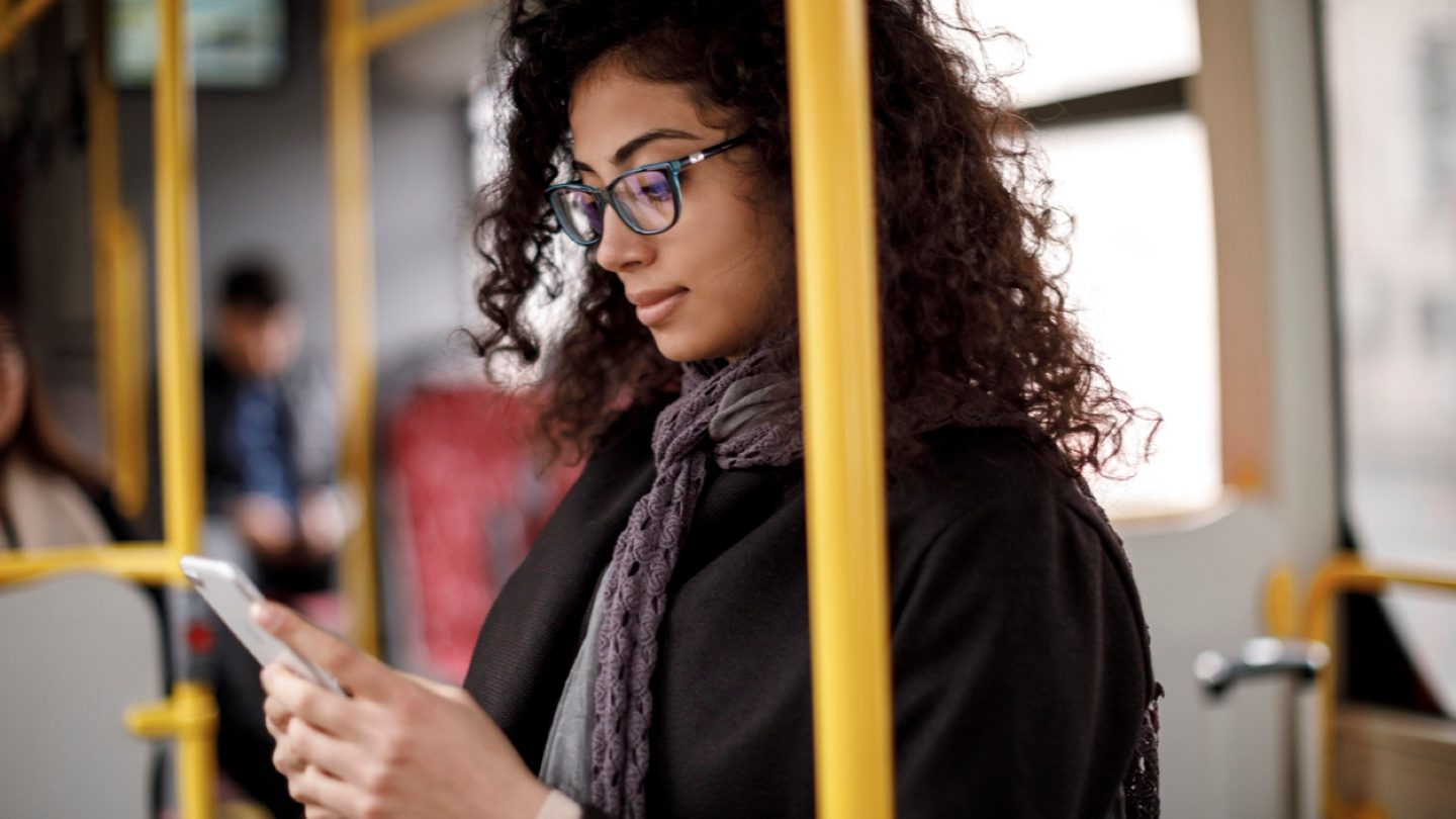 woman-using-finspo-app-on-her-phone