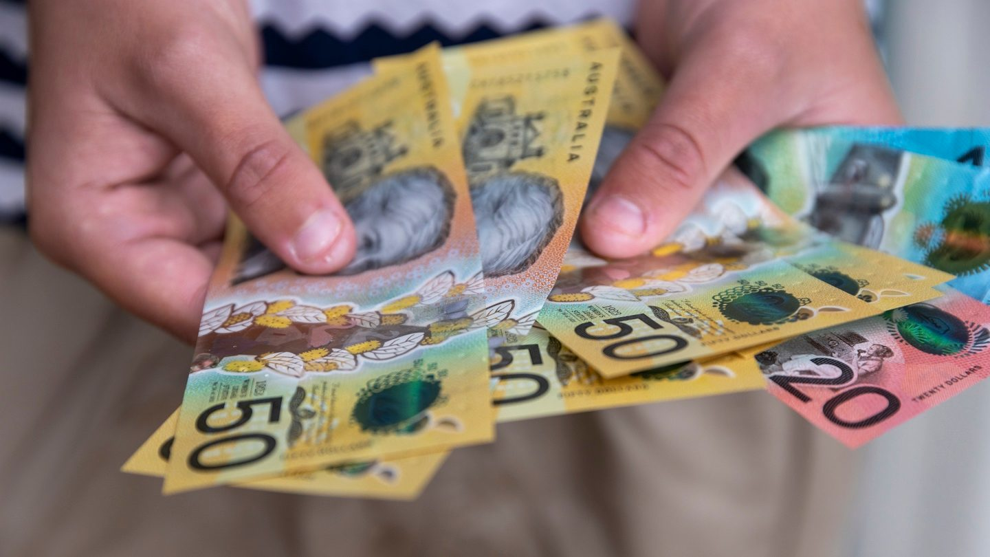 australian-notes-in-persons-hands
