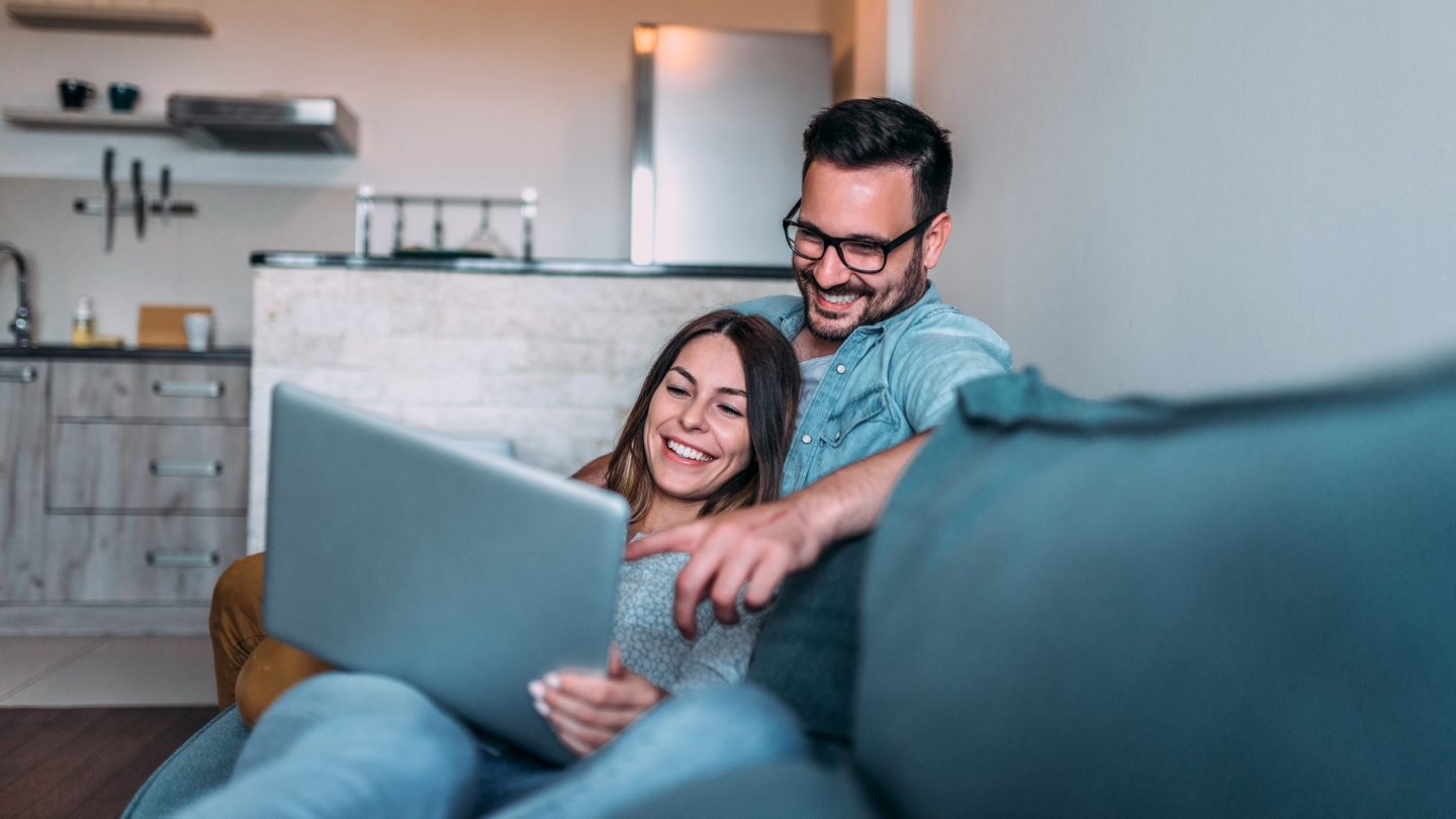 Buying a house online, wedding planning in 2021 & exploring the world from home: This week's best banking news
