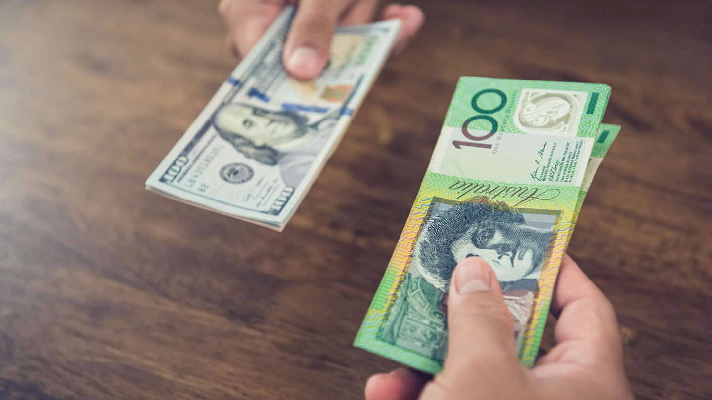 Exchanging of australian and american notes